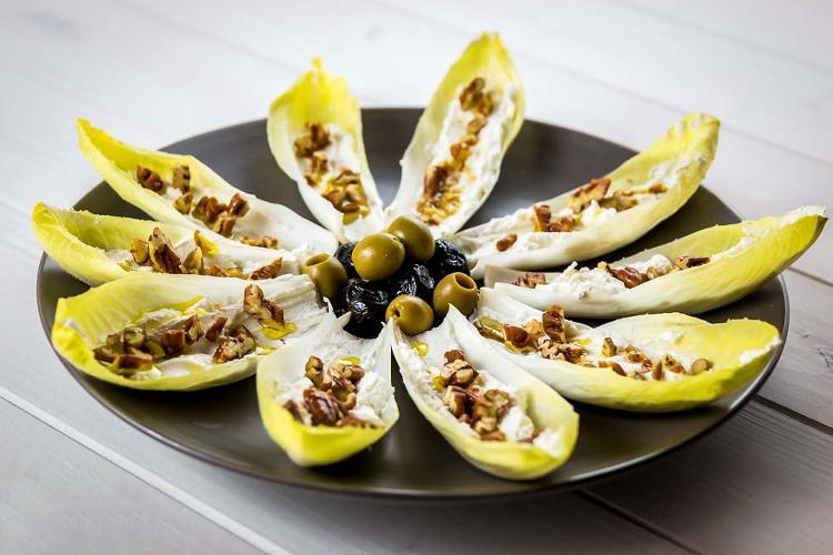 cercate un alimento buono e salutare? provate l'indivia.